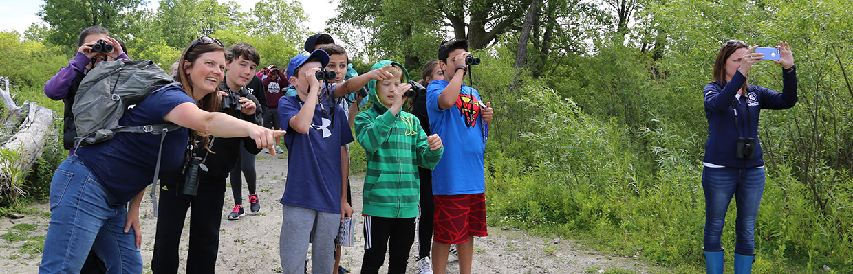 TRCA instructor leads an outdoor education program at Tommy Thompson Park